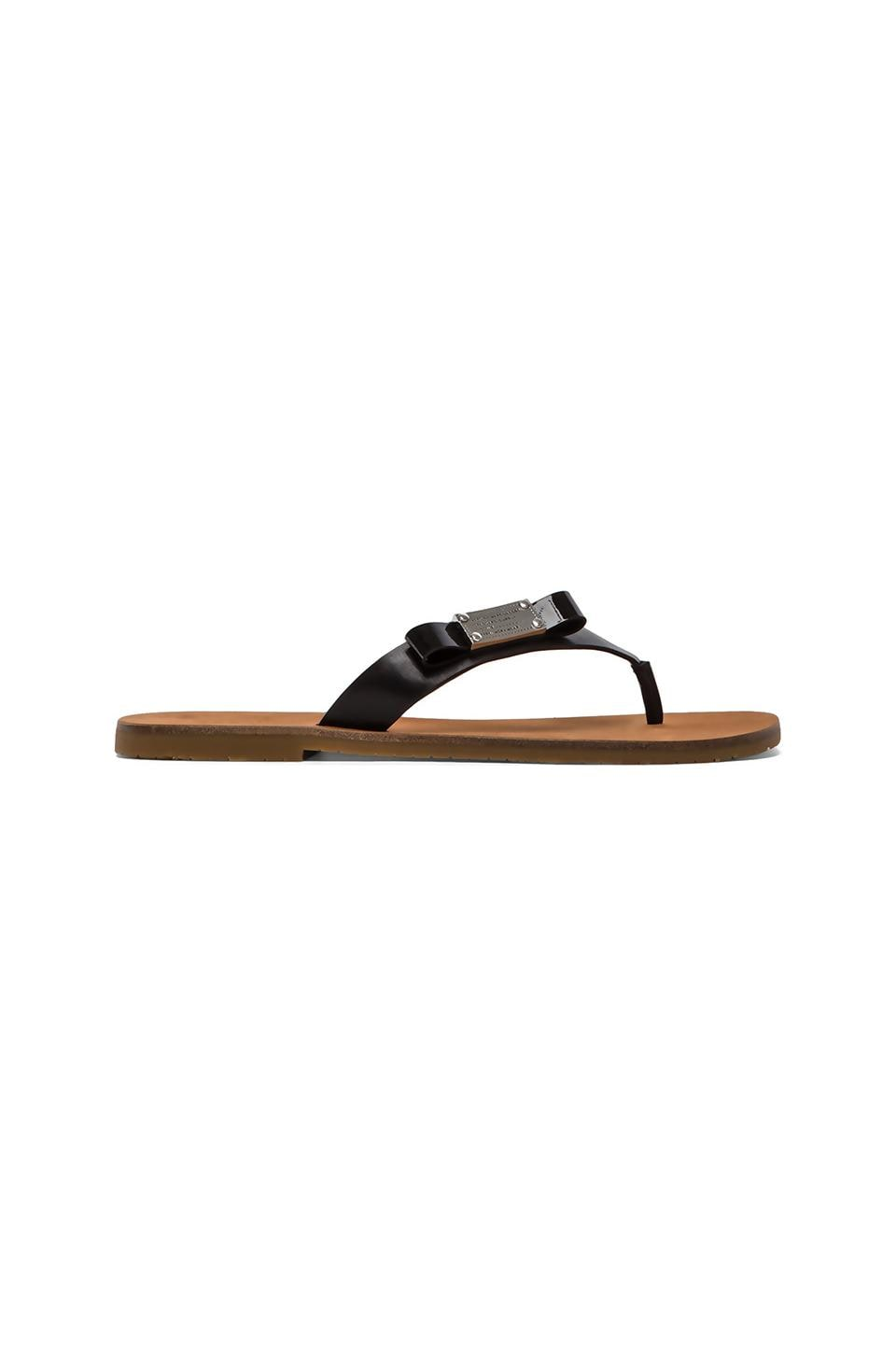 Marc by Marc Jacobs Tuxedo Logo Plaque Leather Flip Flop in Black