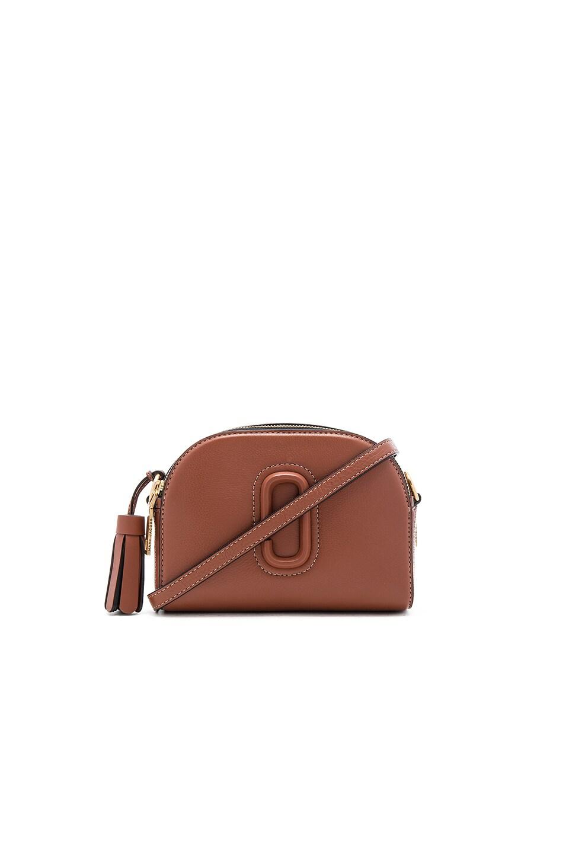 25a72eeb15e7 Marc Jacobs Shutter Small Camera Bag in Cognac