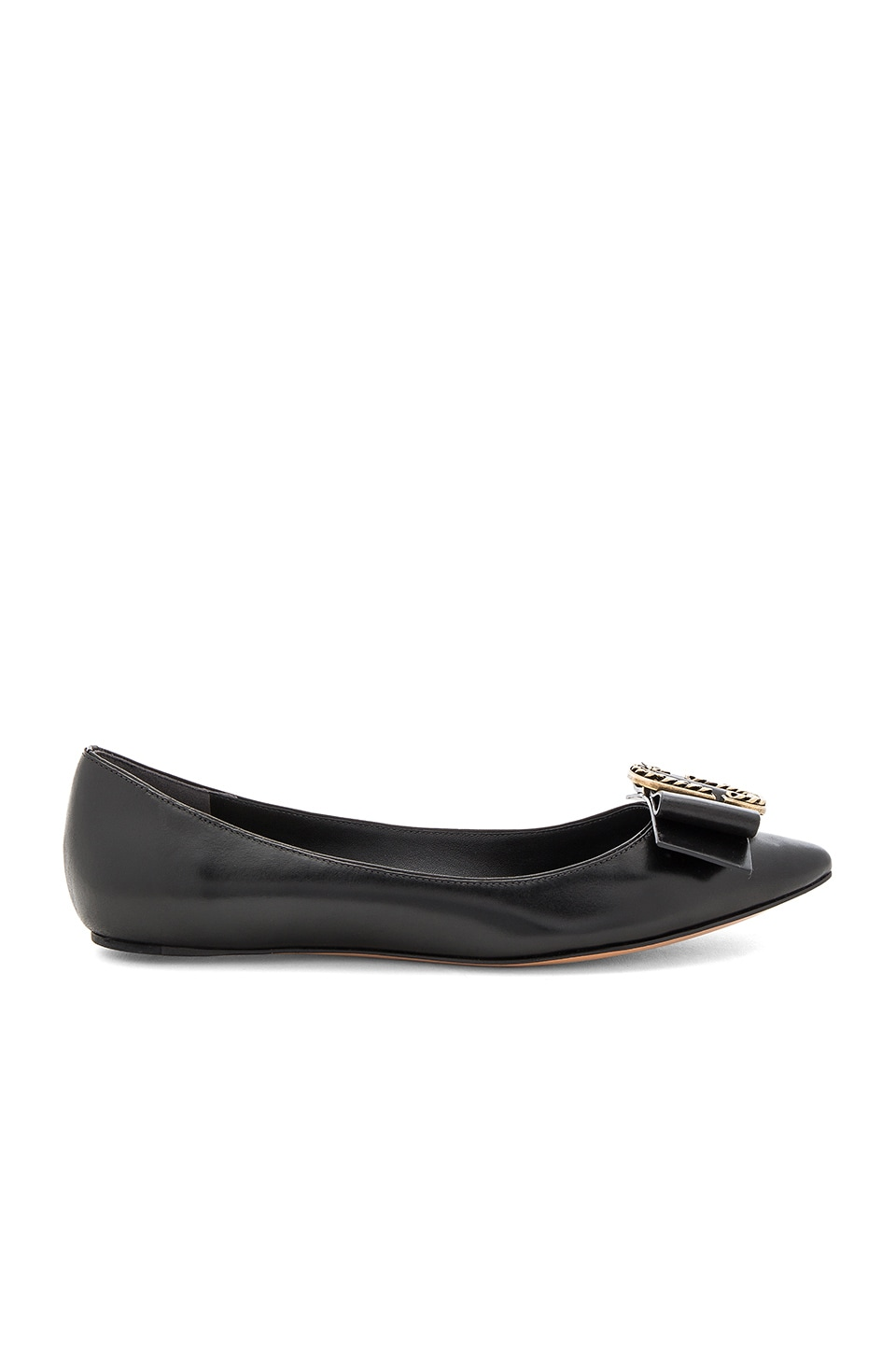 Marc Jacobs Interlock Pointy Toe Ballerina Flat in ブラック