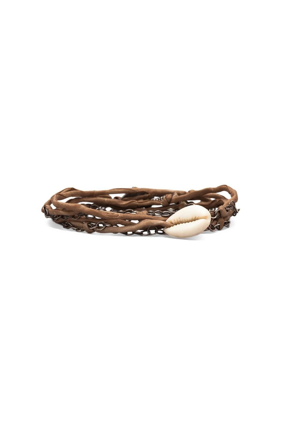 M.Cohen Silk Chain and Shell Wrap Bracelet en Fauve