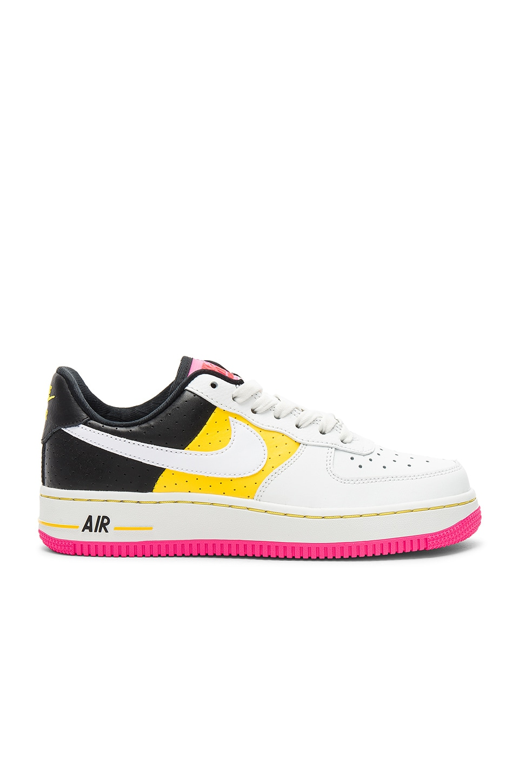 cheap for discount ed758 9b6e1 Nike SNEAKERS AIR FORCE 1 '07 SE MOTO en Summit White, Tour Yellow ...