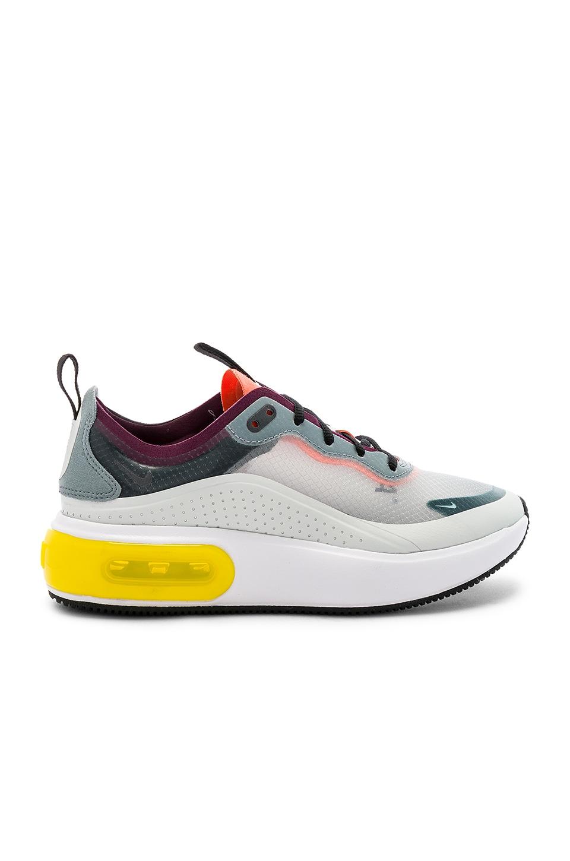 Women's NRG Air Max Dia Se Sneaker