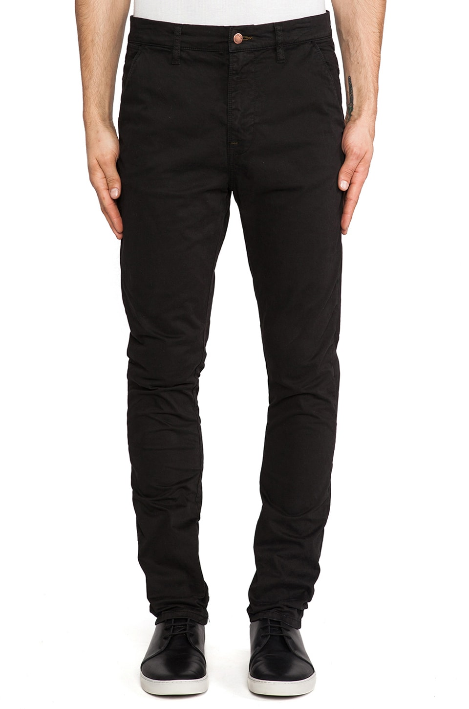 Nudie Jeans Khaki Slim in Org. Black Worn