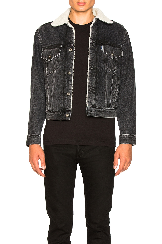 f9c6224cfe25 OFF-WHITE x Levi's Sherpa Trucker Jacket in Black | REVOLVE