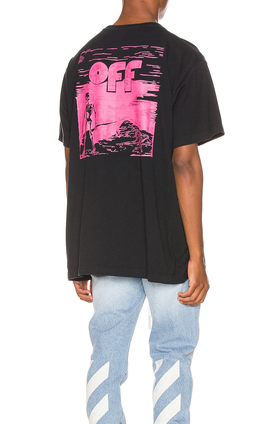 OFF-WHITE Skulls Floating Oversized Tee in Black & Fuchsia