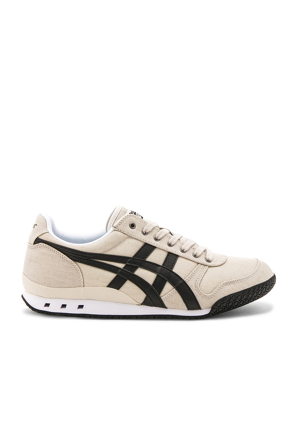 Onitsuka Tiger Ultimate 81 in Latte & Black