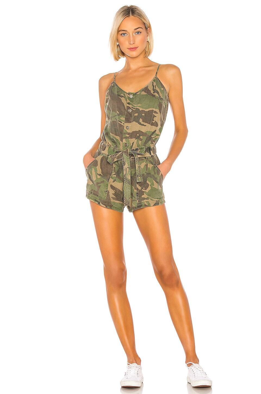 Pam & Gela Sash Tie Romper en Army Camo