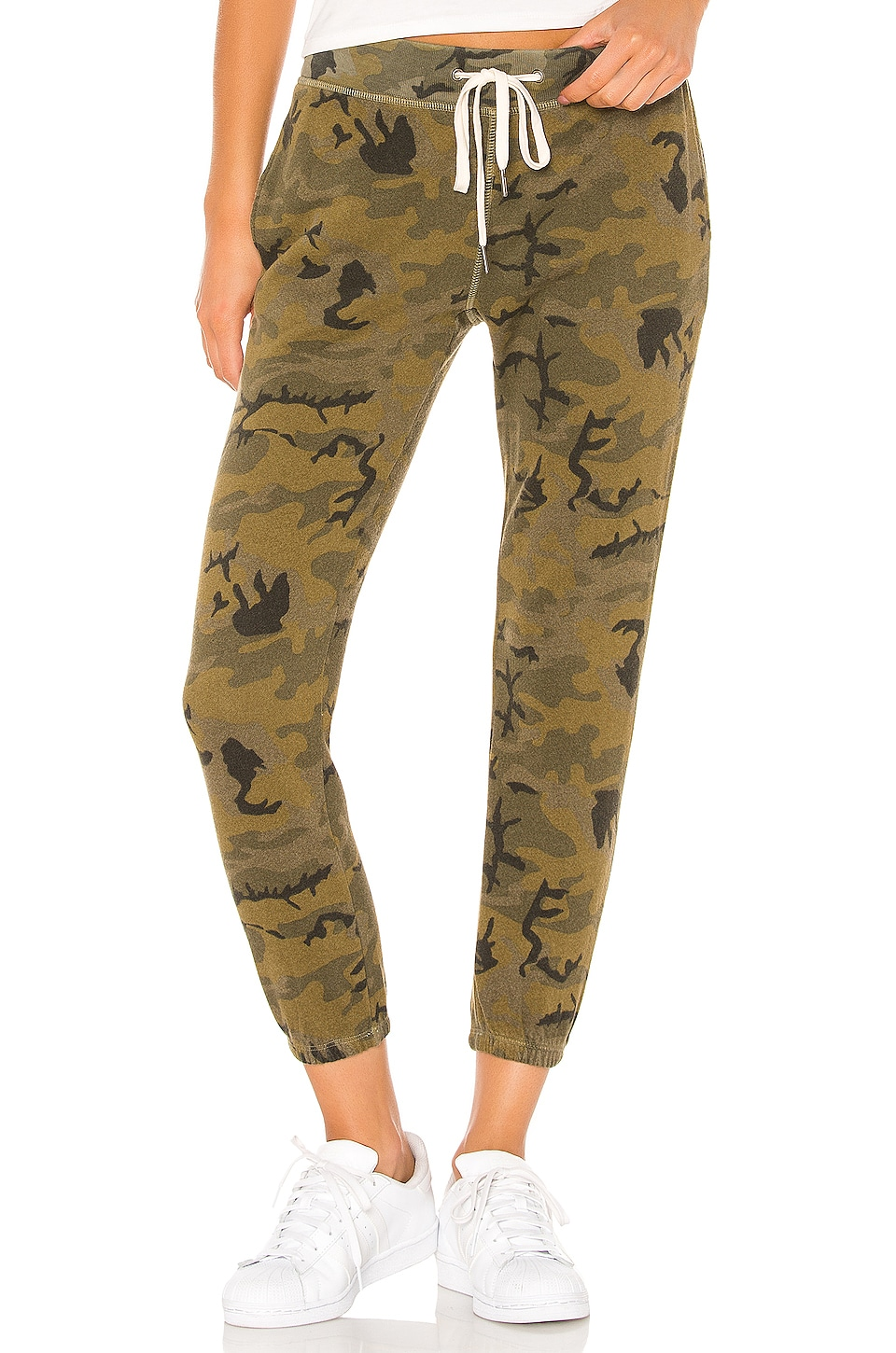 n:philanthropy Night Jogger in Olive Camo