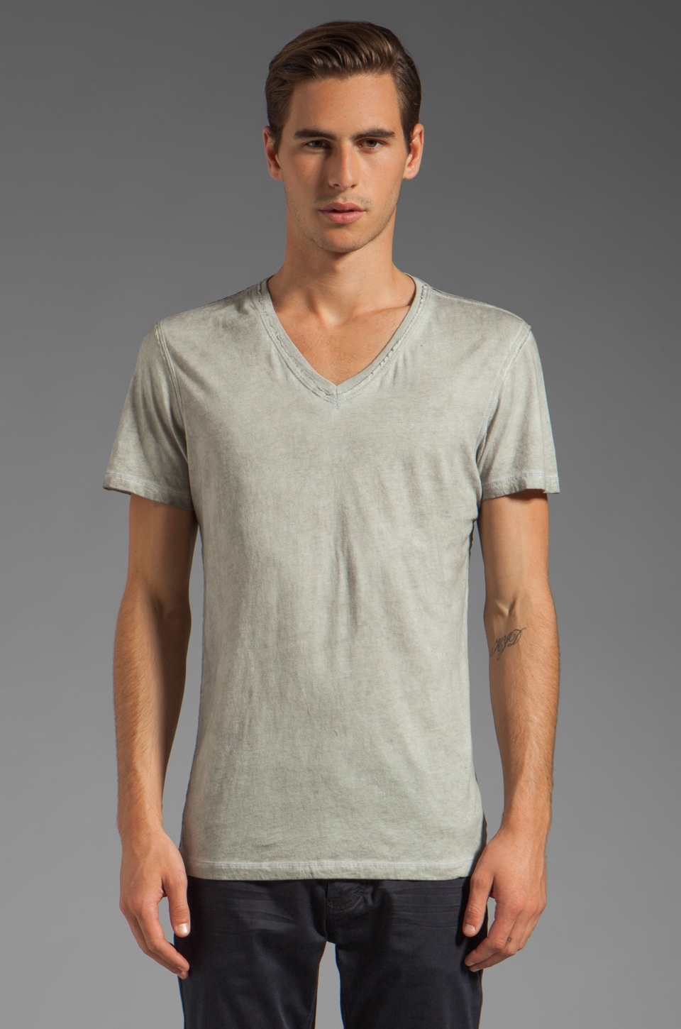 Rogue Short Sleeve V Neck Tee in Light Grey