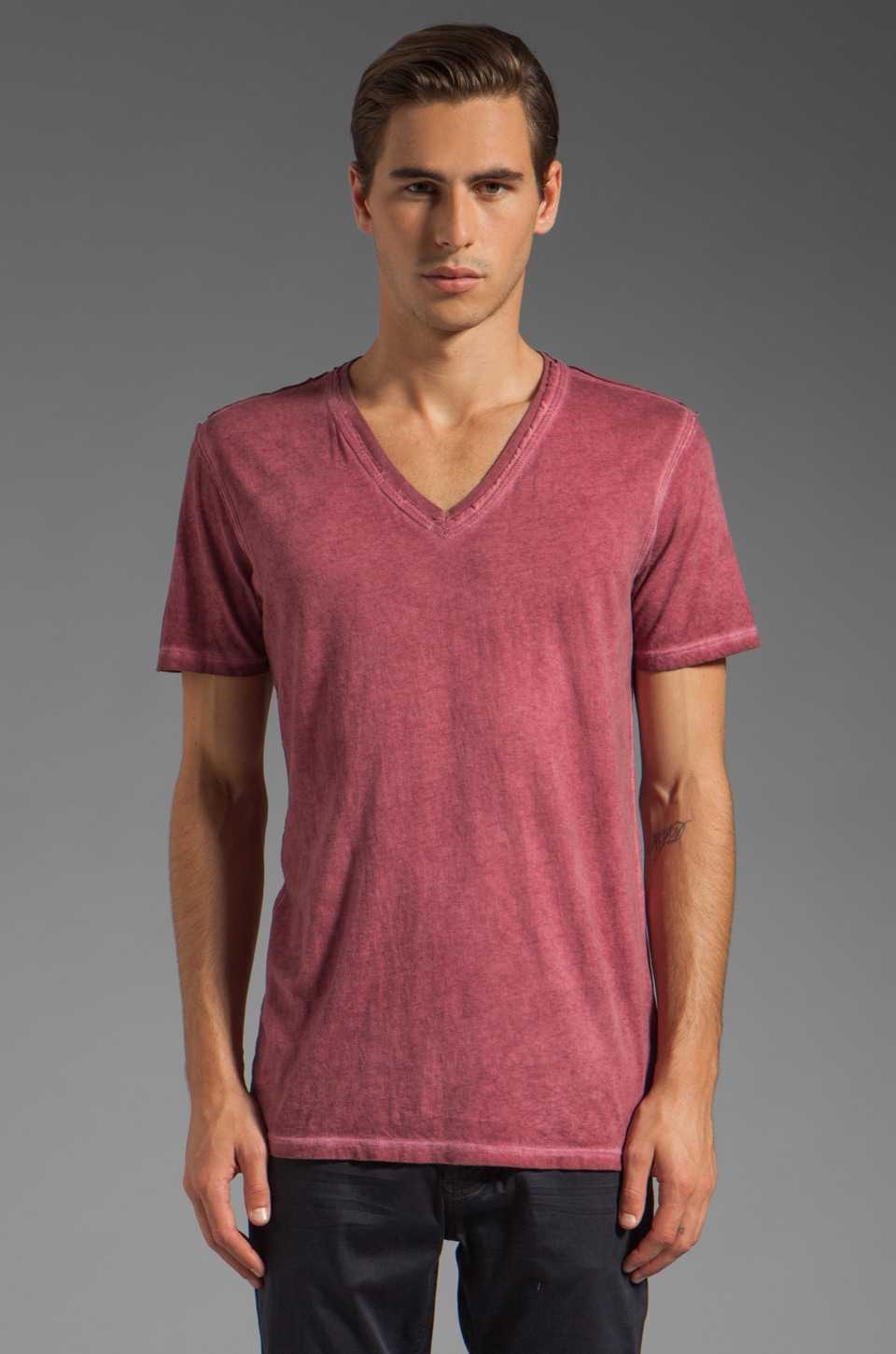 Rogue Short Sleeve V Neck Tee in Red