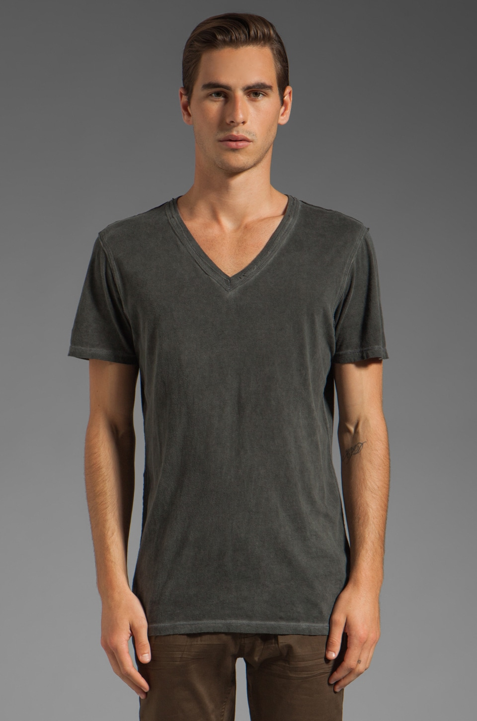 Rogue Short Sleeve V Neck Tee in Black