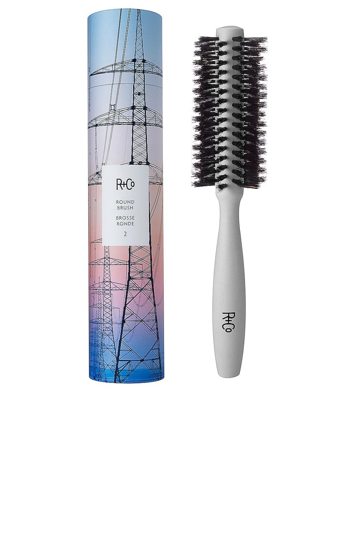 R+Co Round Brush 2