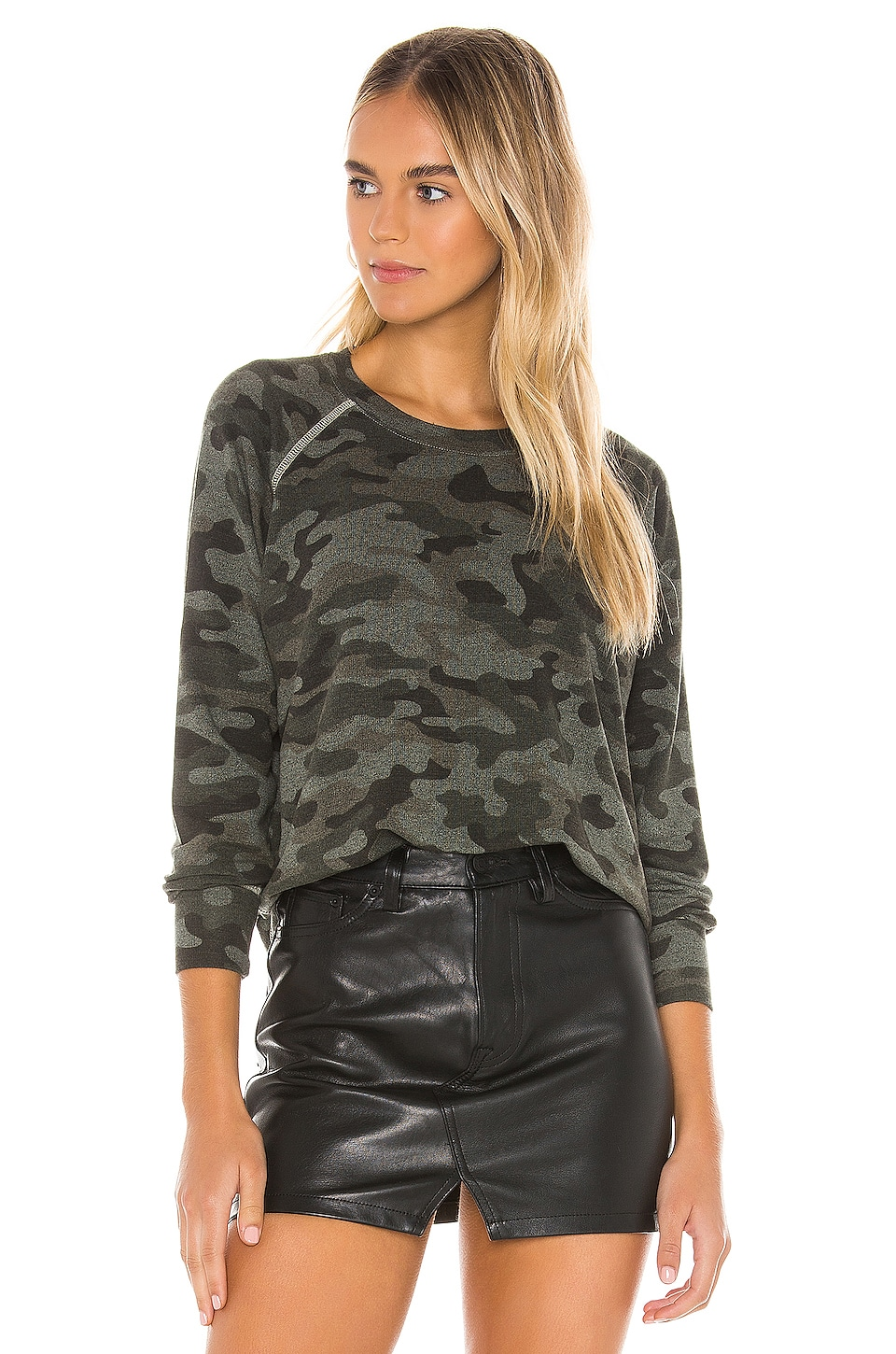 SUNDRY Camo Raglan Pullover in Hunter