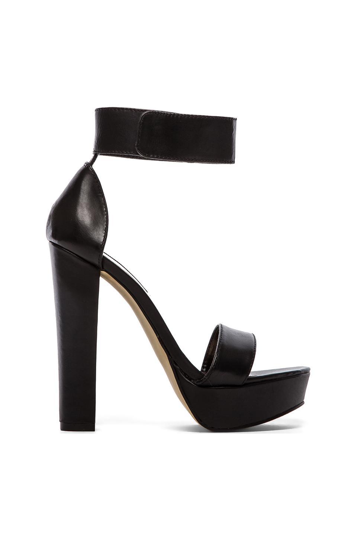 Steve Madden Cluber Heel in Black