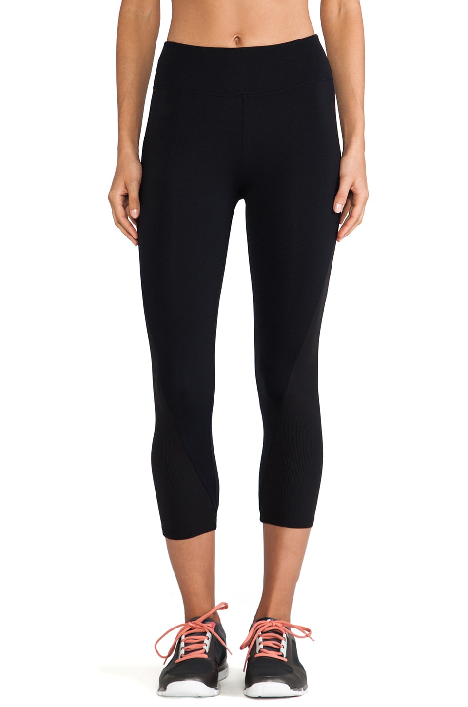 SOLOW Crop Legging in Black & Black