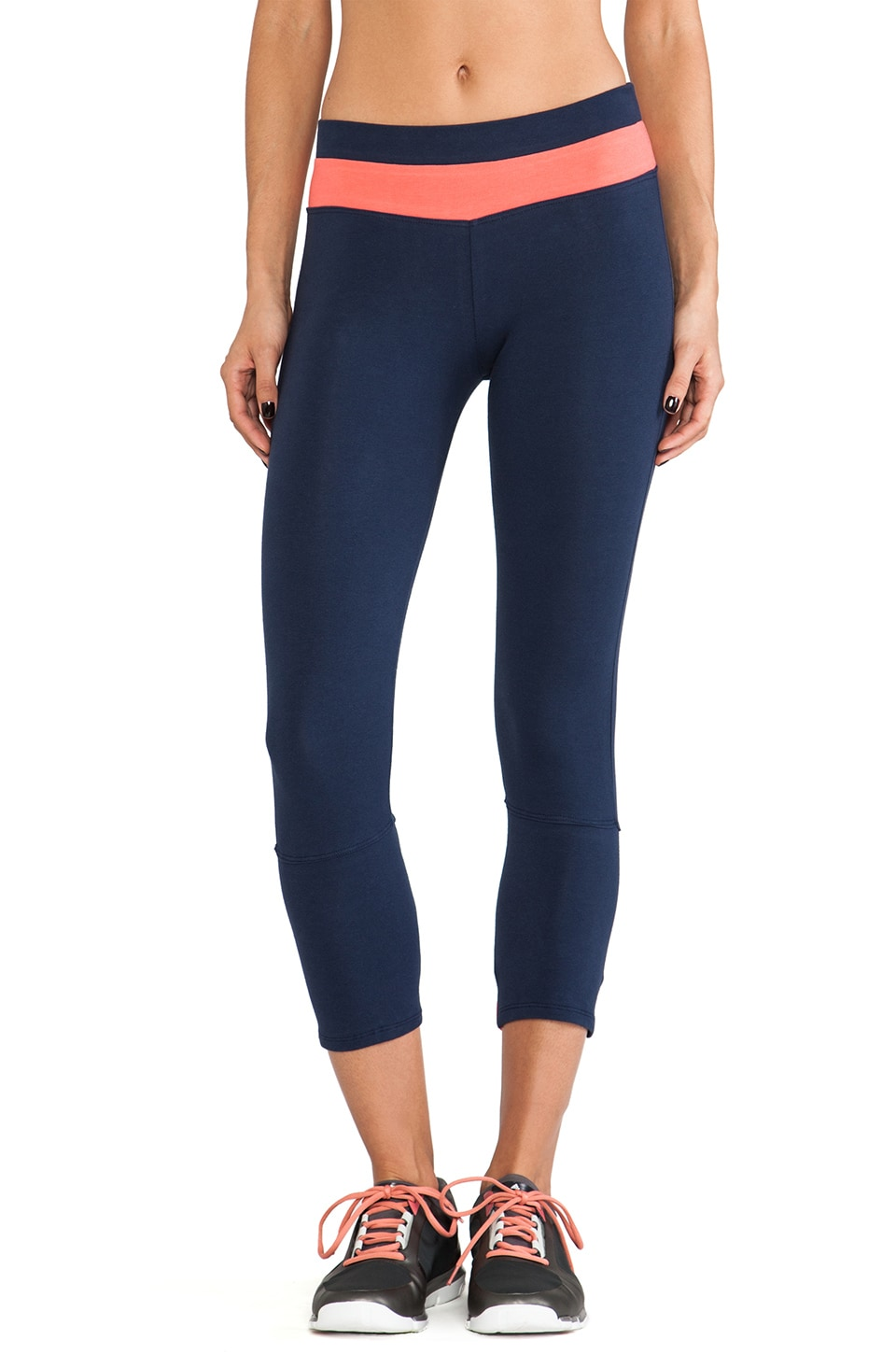 SOLOW Crop Legging in Navy & Guava