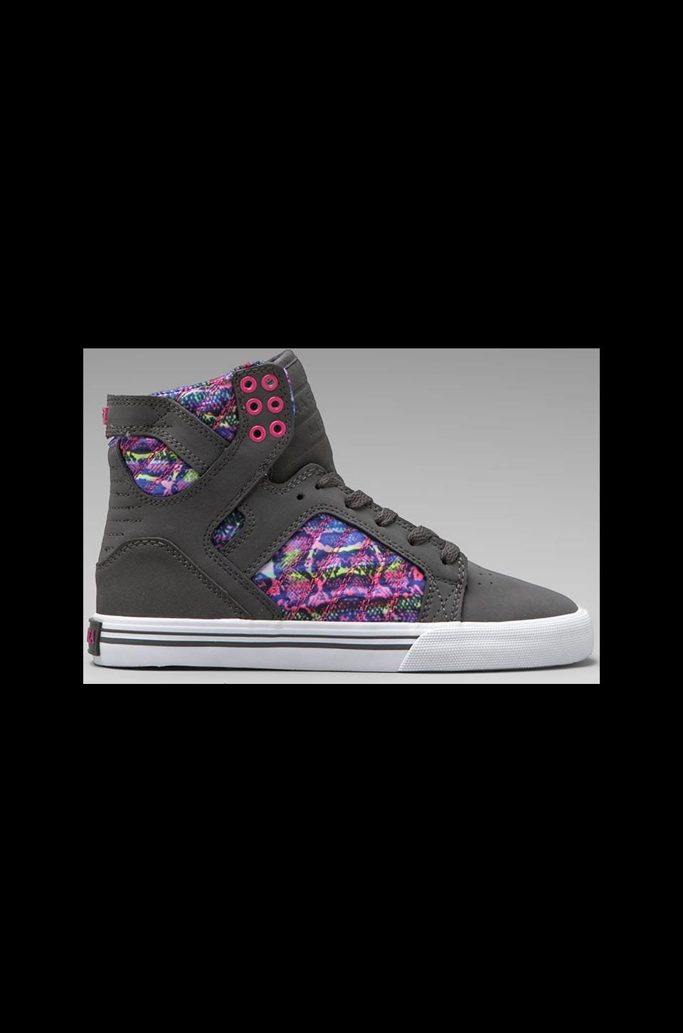 Supra Skytop Sneaker in Charcoal/Pink-White
