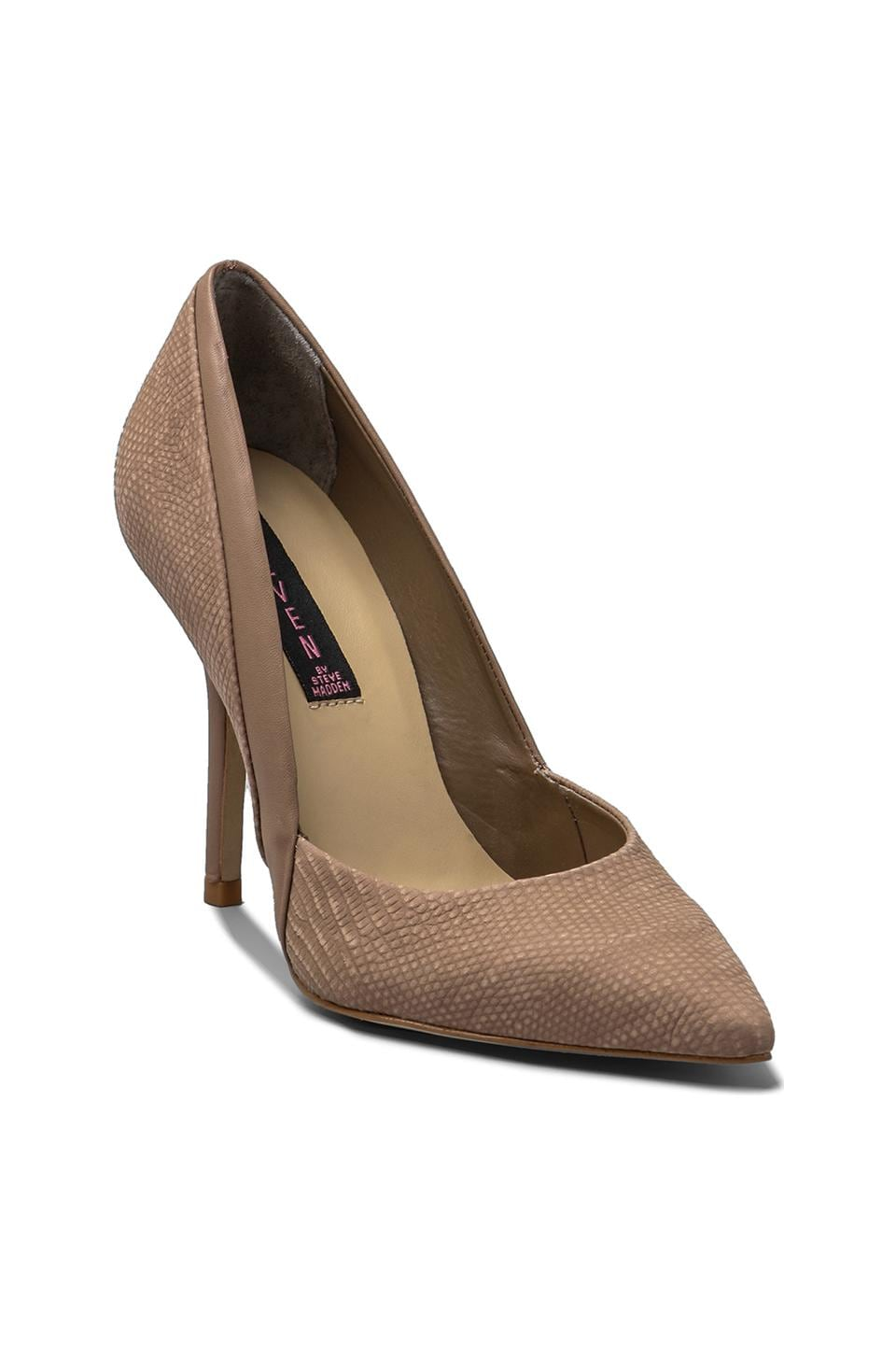Steven Akcess Pump in Taupe Nubuck