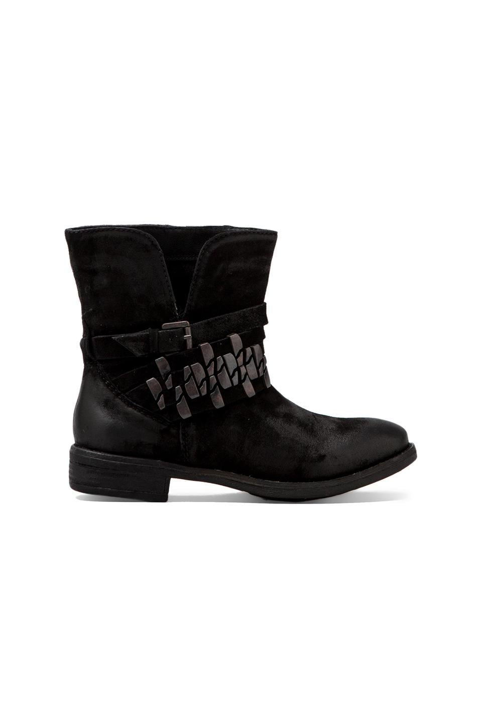 Steven Tracker Boot in Black Distressed Leather