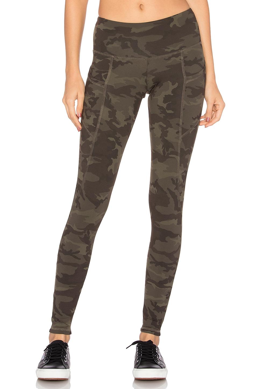 STRUT-THIS The Flynn Legging en Imprimé Camouflage Kaki