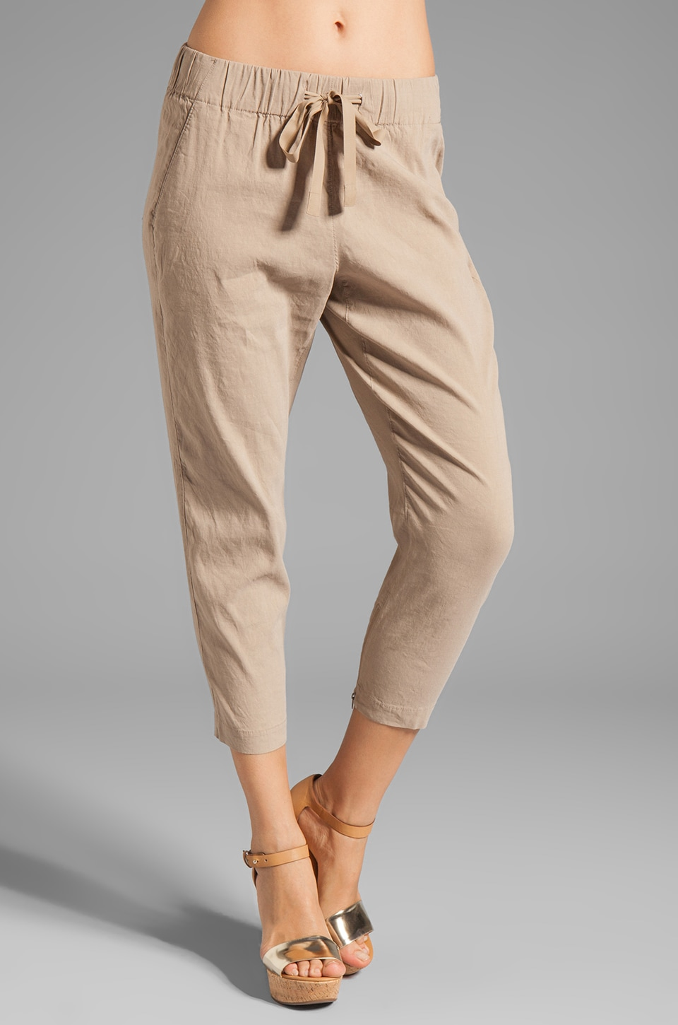 Theory Toro with Crunch Pant in Sandy Beige