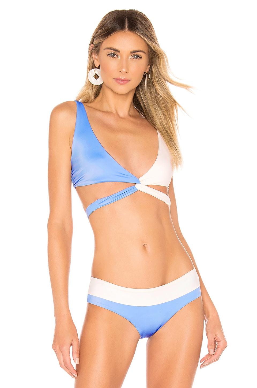 Tori Praver Swimwear Joy Wrap Top en Capri Blue