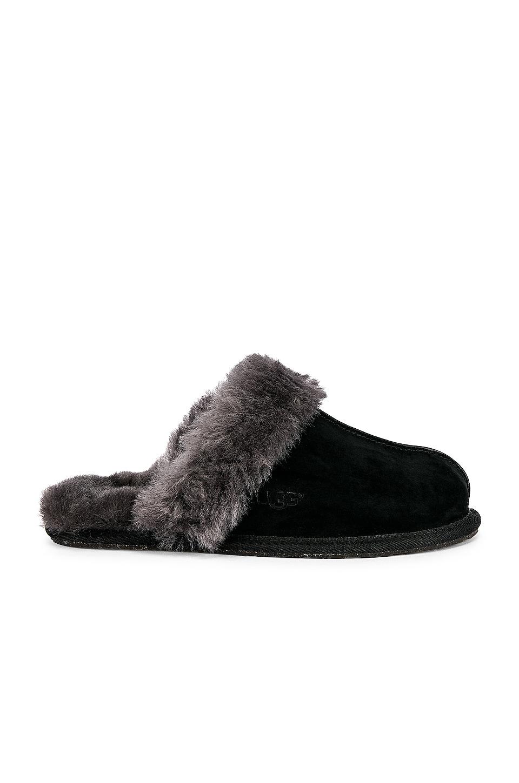 UGG Scuffette Slipper in Black & Grey