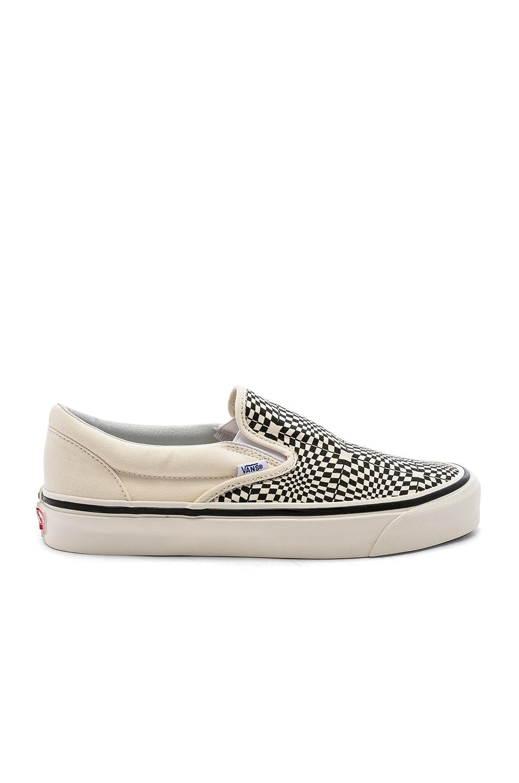 Vans Classic Slip-On 98 in OG Black & White & Warp Check
