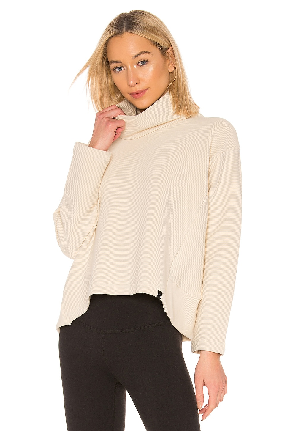 Varley T-shirts VARLEY COLINA SWEATSHIRT IN CREAM.