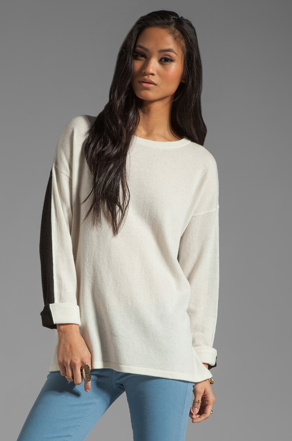 Vince Colorblock L/S Side Slit Sweater in Dew/Black