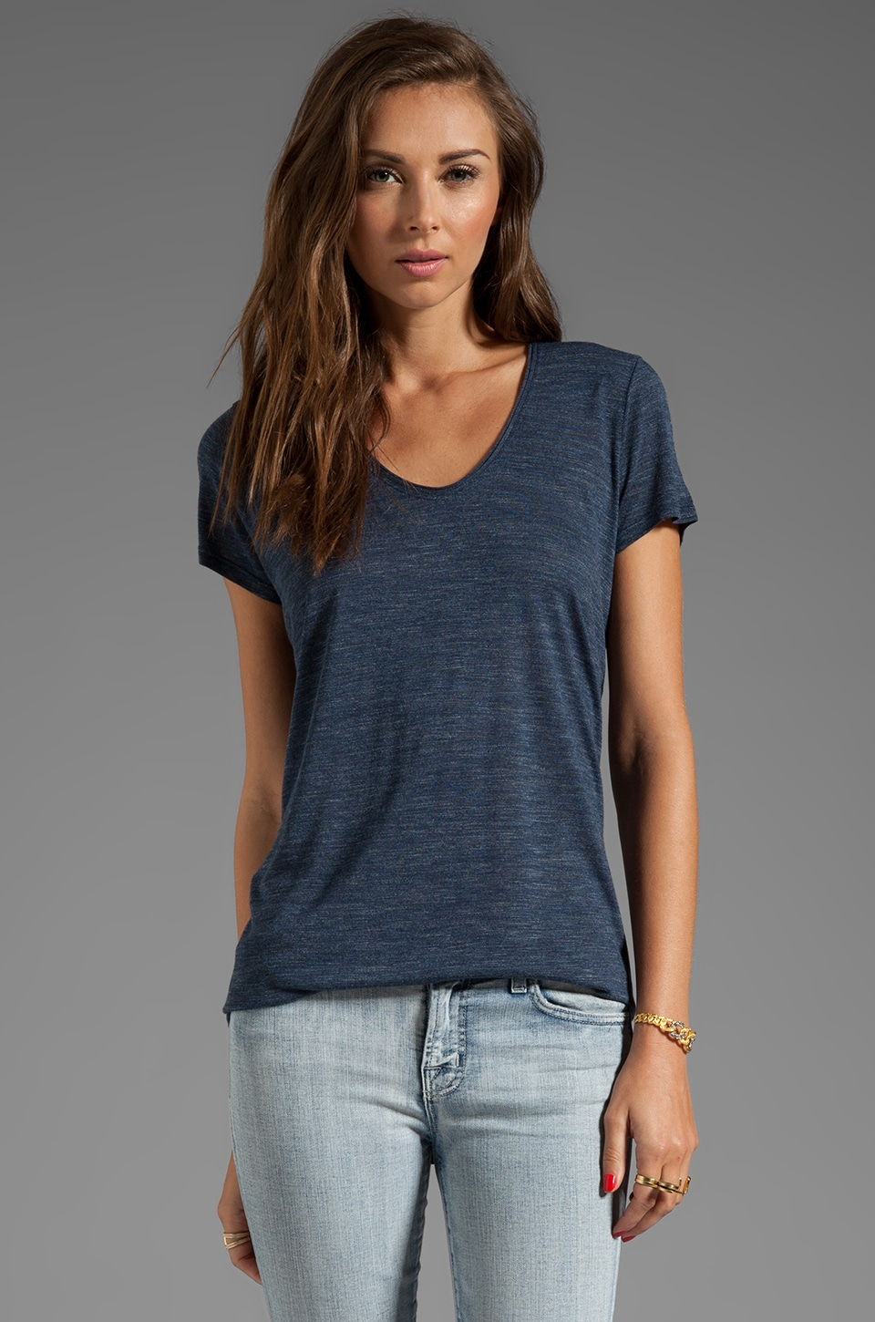 Vince Short Sleeve Rolled V-Neck Tee in Heather Coastal