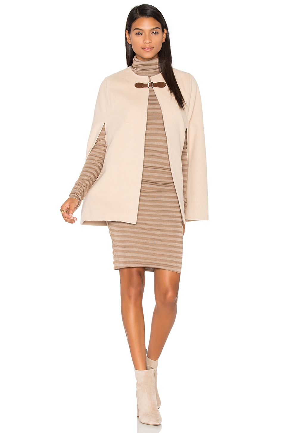 WAYF Easton Cape in Beige