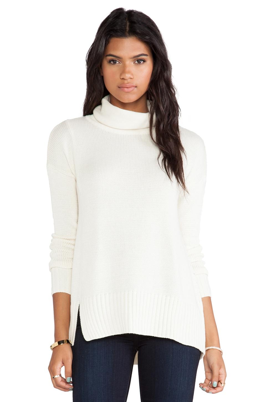 White + Warren Notch Hem Turtleneck Sweater in Vanilla