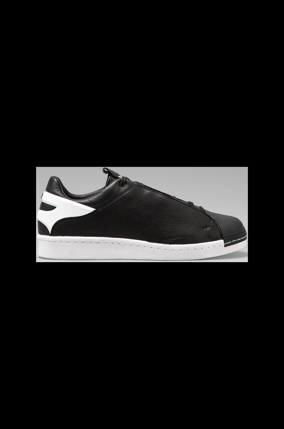 Y-3 Yohji Yamamoto Smooth Star in Black/ Black/ White