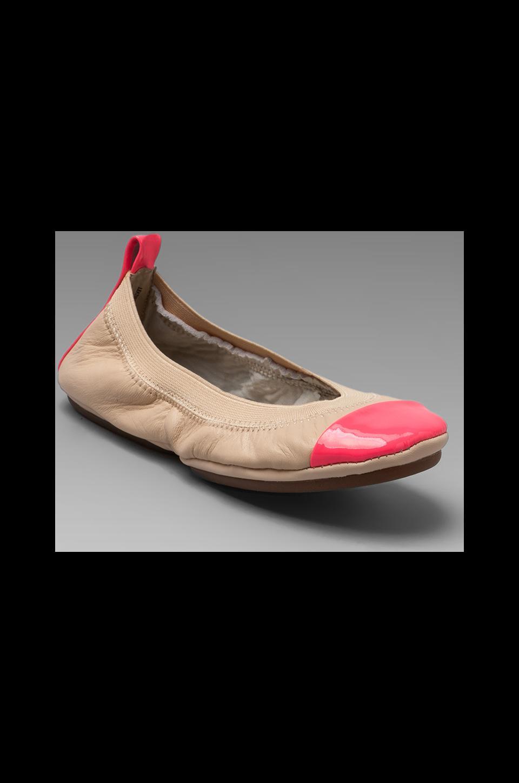 Yosi Samra Two Tone Flat in Nude/Neon Pink