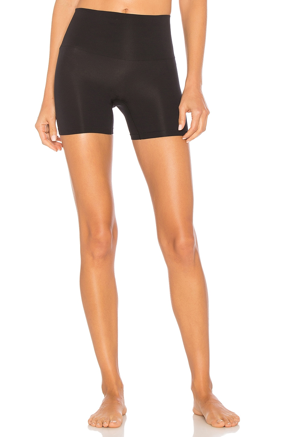 Yummie Seamlessly Shaped Ultralight Short en Black