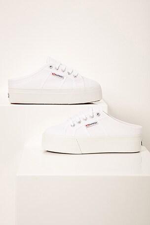 2284 COTW Sneaker